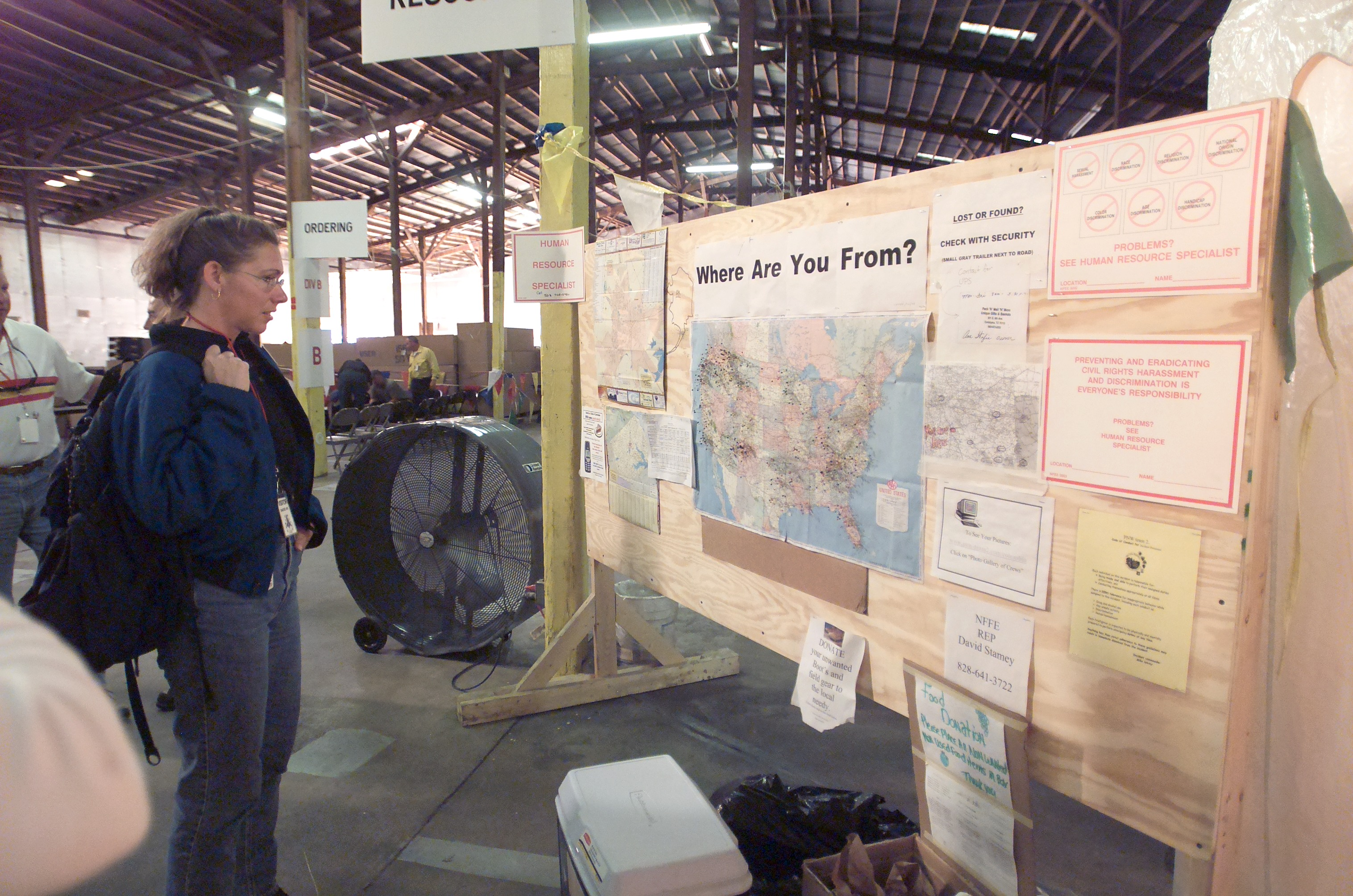 Astronaut Sandra Magnus Looks at Volunteer Map
