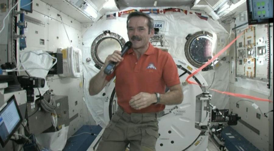 'Star Trek' Actor William Shatner Calls Astronaut in Space (Video)