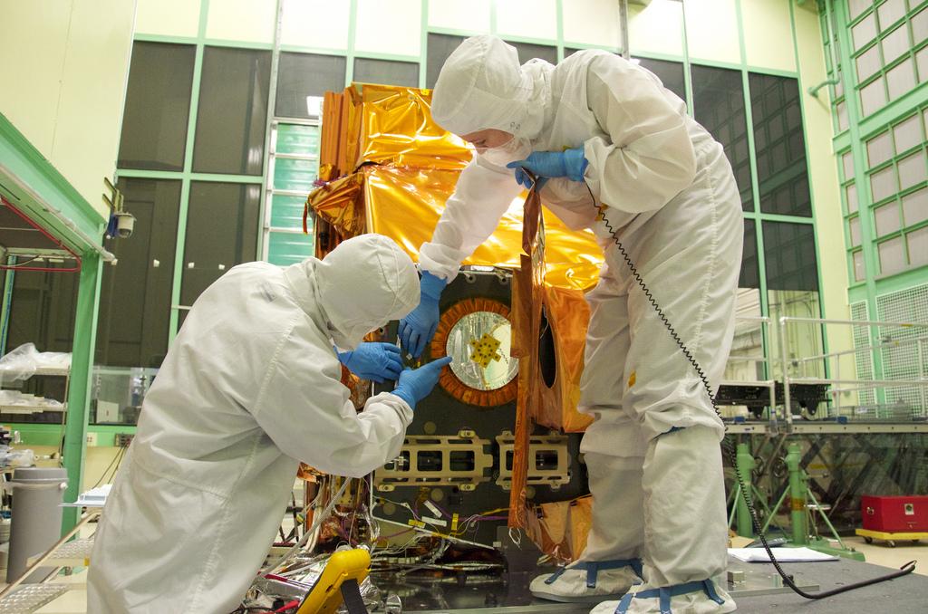 Assembly of Landsat's Instruments