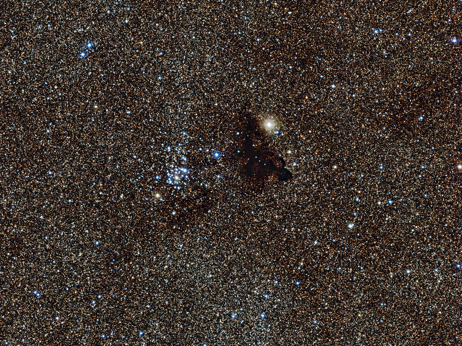 Star Cluster NGC 6520 and Dark Cloud Barnard 86 Space Wallpaper 1600