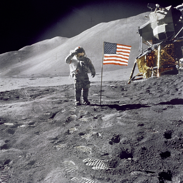 Space History Photo: Scott Gives Salute