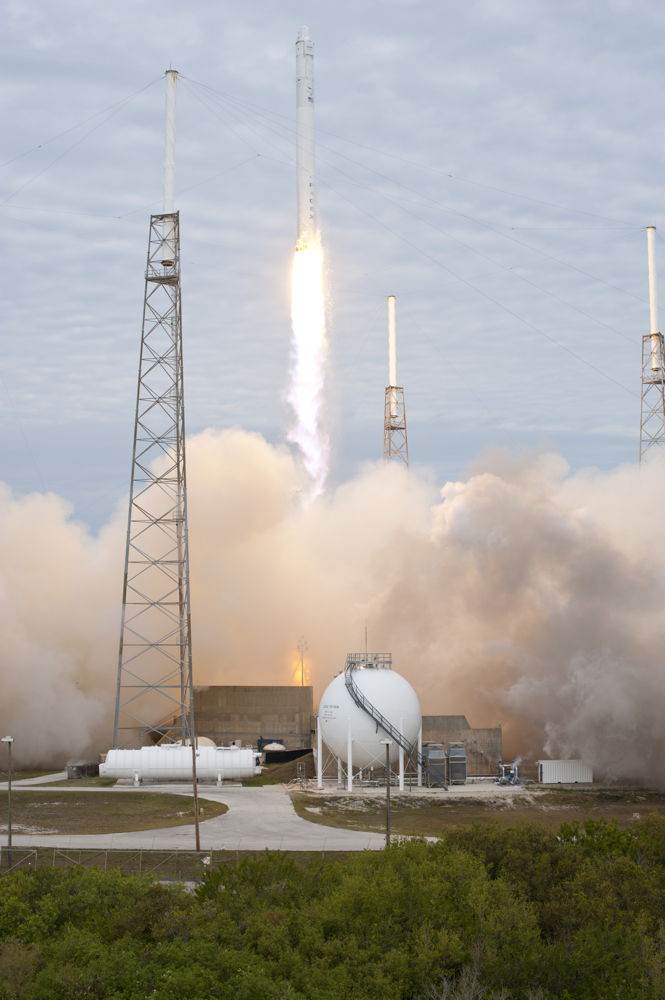 Falcon 9 Blazes Into Space