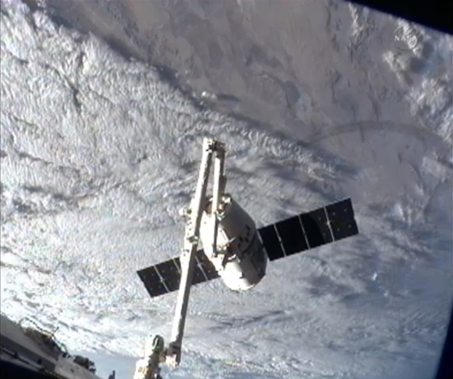 SpaceX Dragon and Earth's Clouds