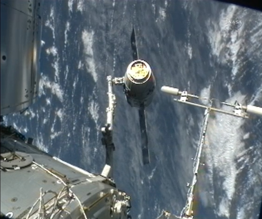 Dragon Capsule Moves Into Position: CRS-2