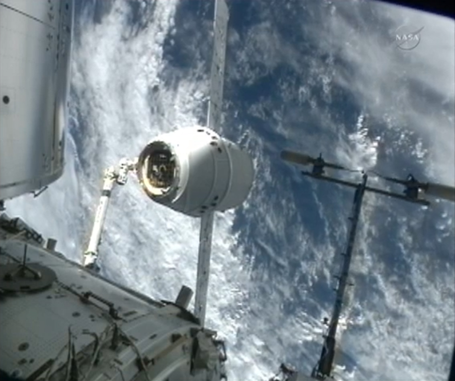 SpaceX Dragon Capsule Lines Up: CRS-2