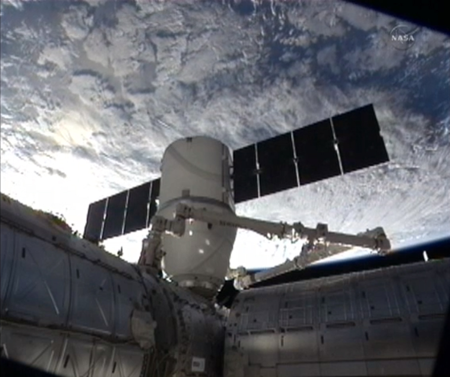 SpaceX Dragon Capsule on Final Approach: CRS-2