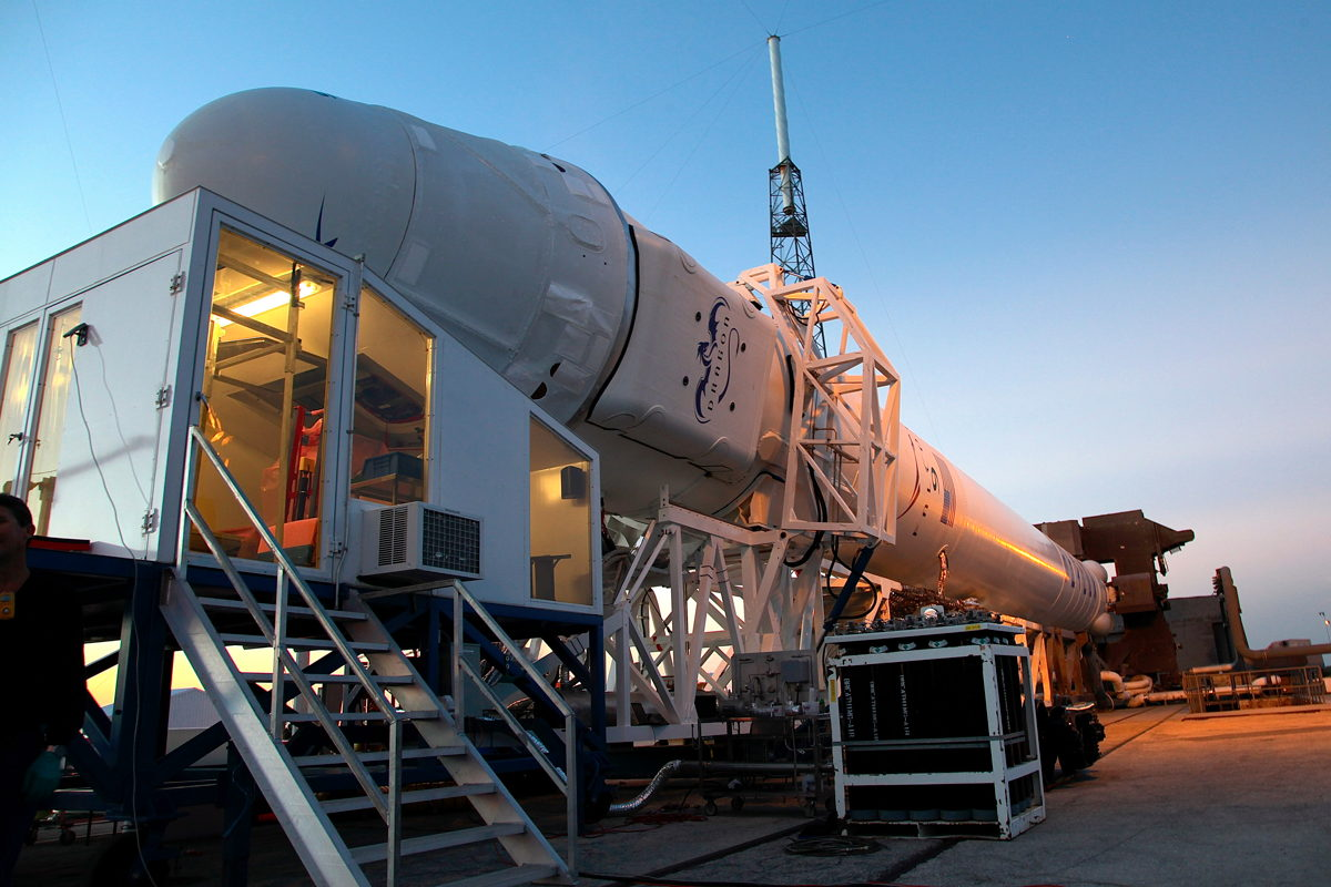 Late Cargo Load into Dragon Capsule