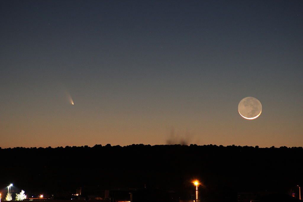 Moon and Comet Pan-STARRS Over Rio Rancho, NM