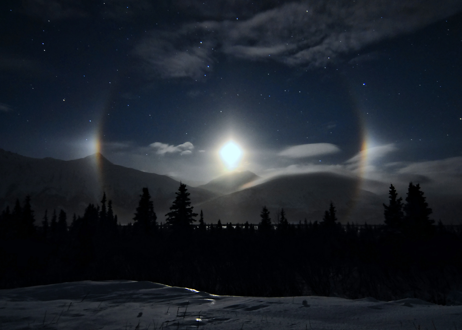 Dazzling 'Moondogs' Shine Over Alaska's Call of the Wild (Photo)