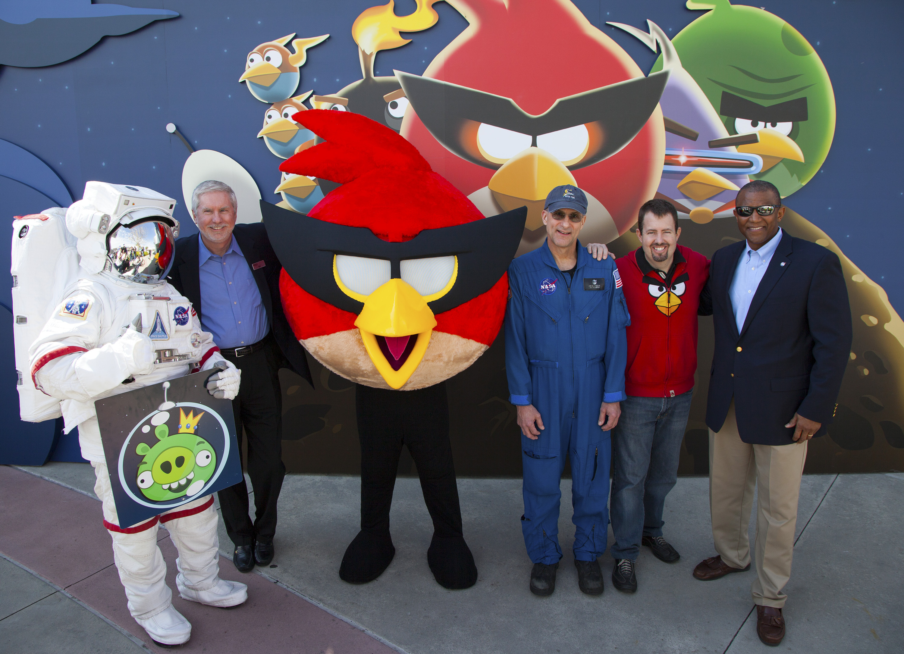 Welcoming Visitors to Angry Birds Space Encounter
