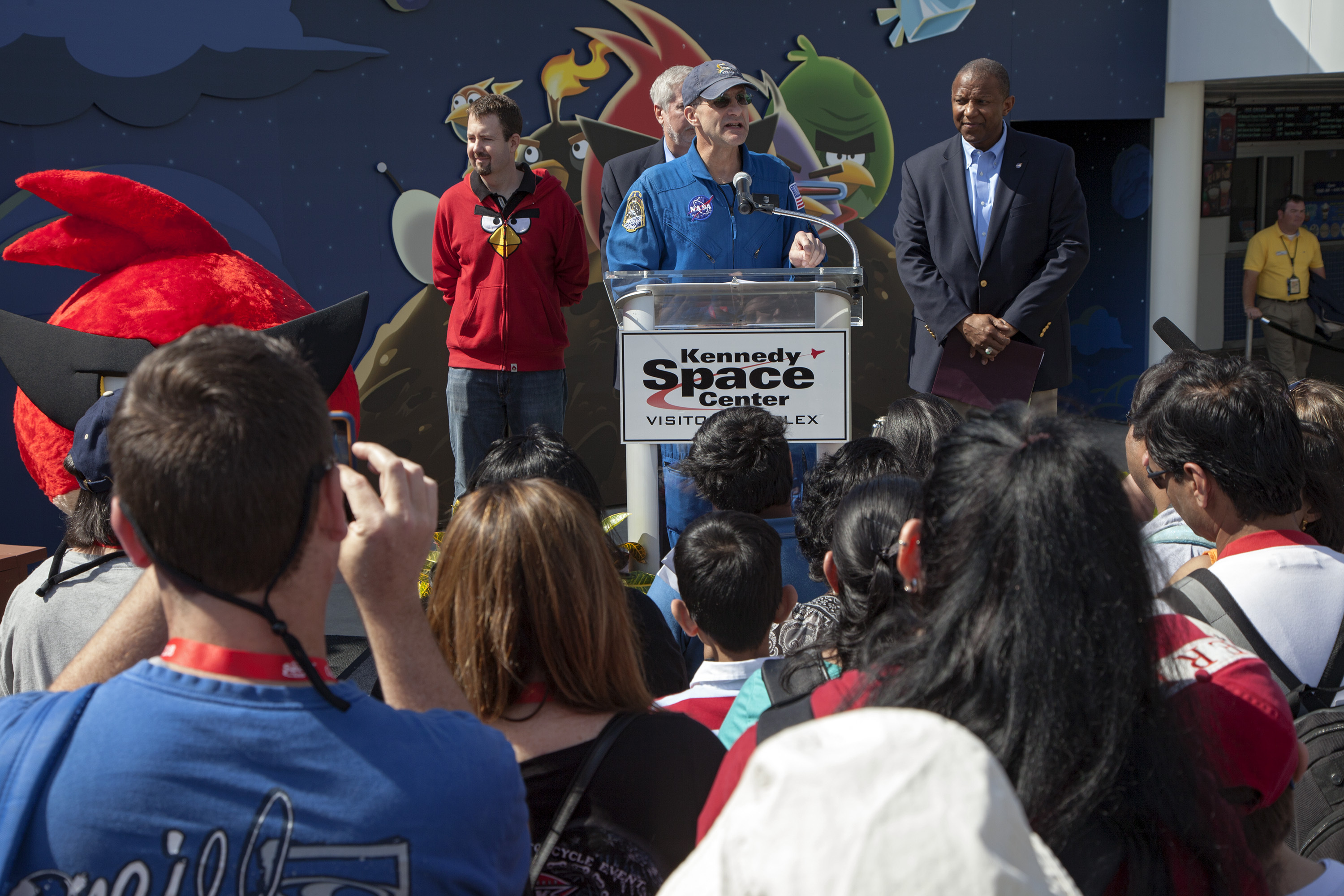 Don Pettit Speaks at Angry Birds Space Encounter Exhibit Opening