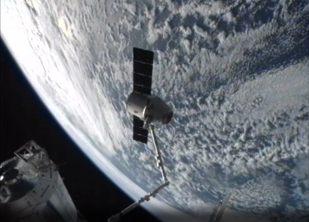SpaceX Dragon Capsule and the Earth: CRS-2