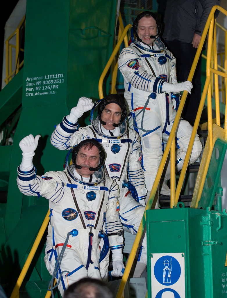 Expedition 35 Crew Waves from Stairs