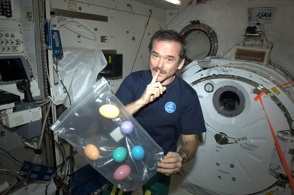 Astronaut Chris Hadfield in Orbit: 8 Amazing Space Moments