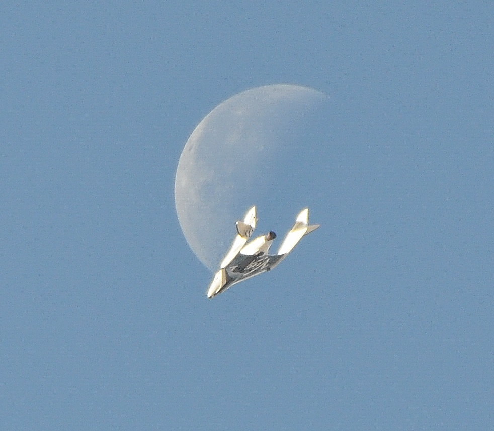 This Isn't Sci-Fi: Amazing Photo of SpaceShipTwo and Moon Is REAL