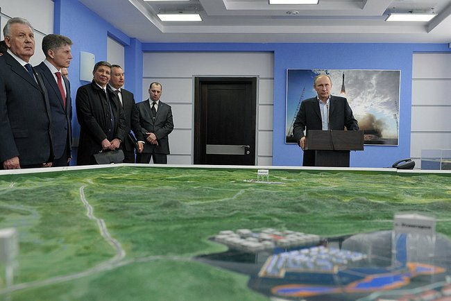 President Putin and Officials With Scale Model