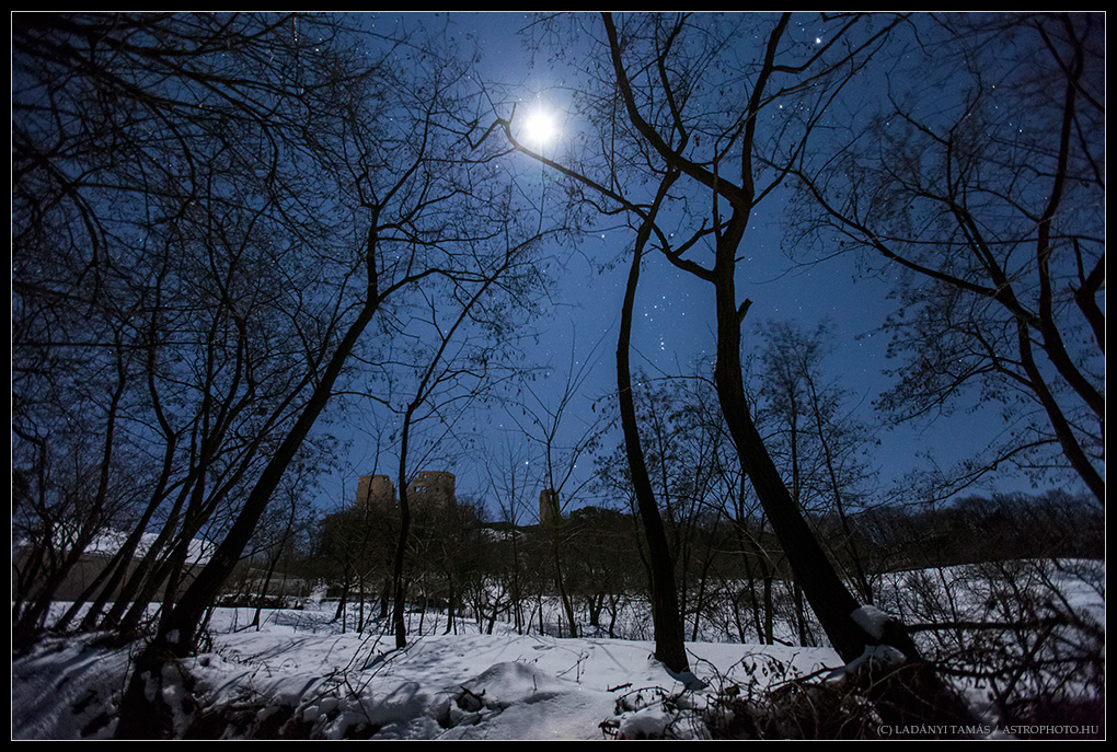 Stars of Orion Shine Over Ancient Castle (Photo)