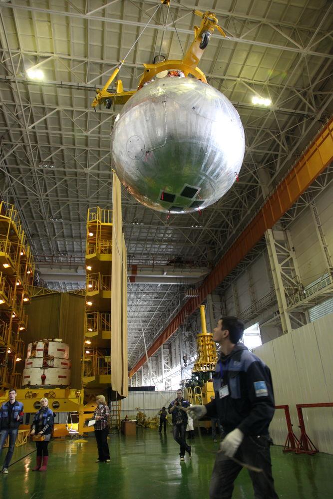 Unloading Bion-M1 Spacecraft