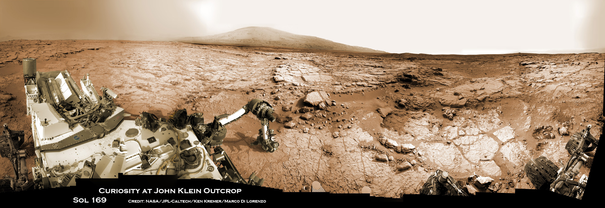Stunning Mars Panoramas Capture Curiosity Rover at Work (Photos)