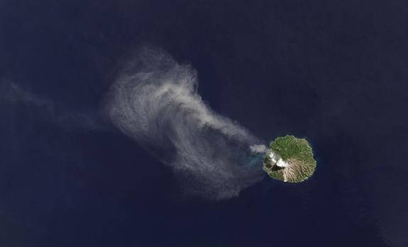 Volcano's Heat, Eruption Seen from Space