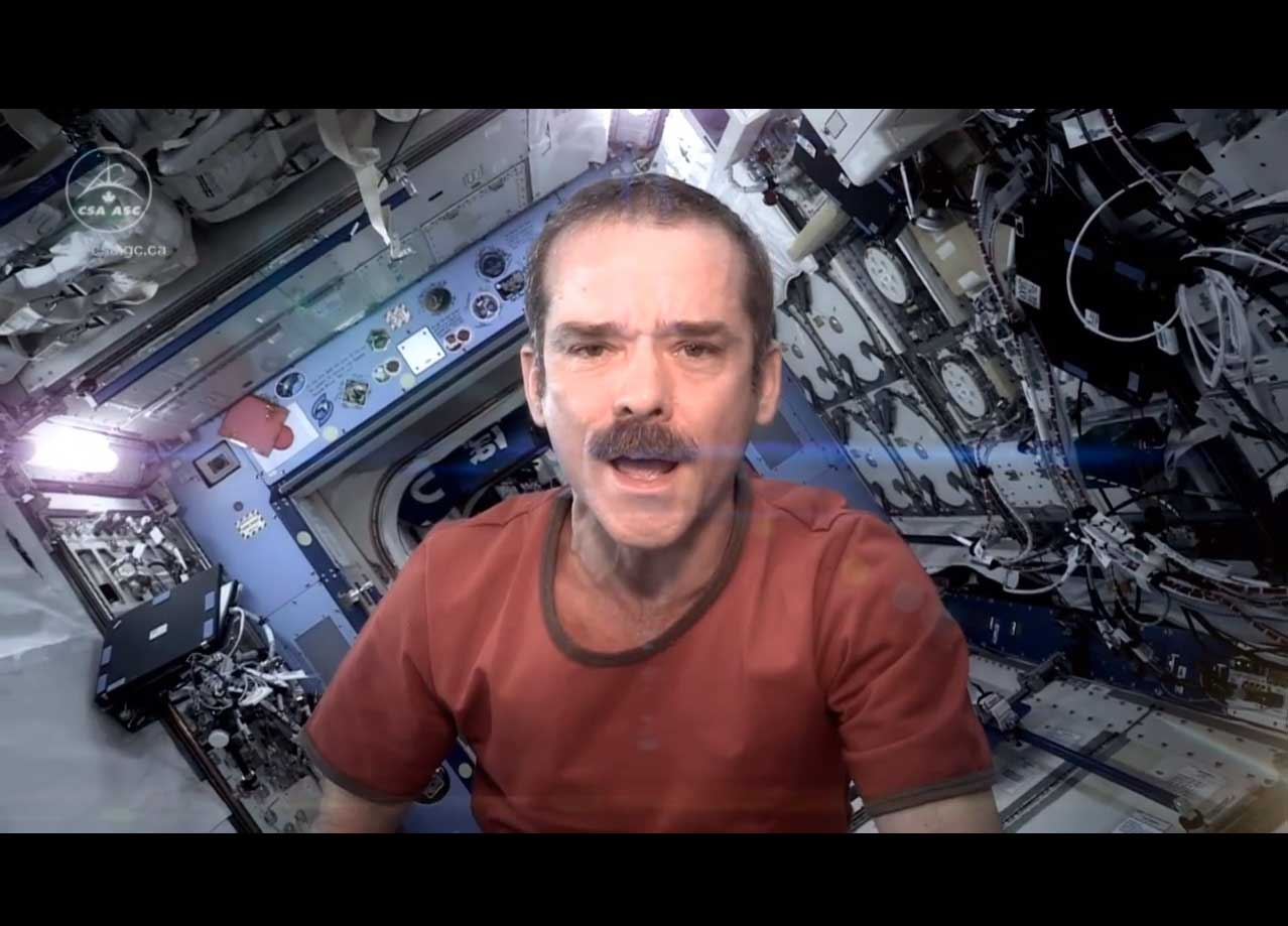 Chris Hadfield Sings 'Space Oddity