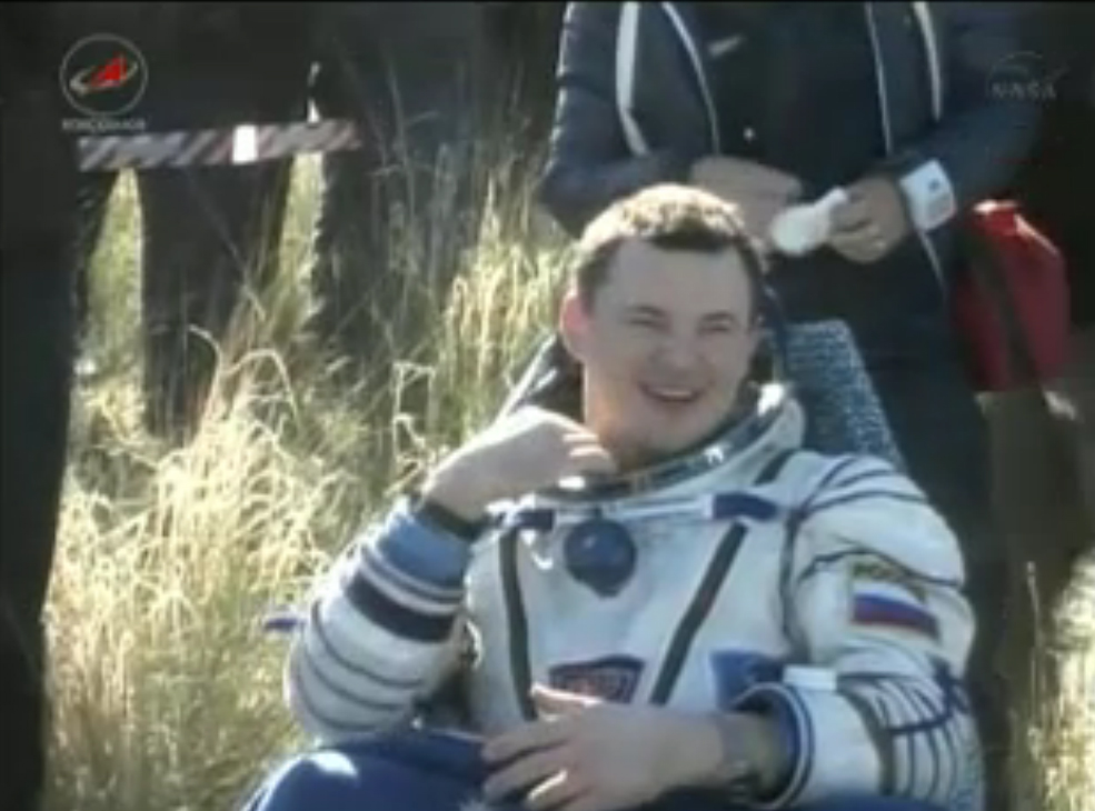 Soyuz Commander All Smiles: Expedition 35 Landing