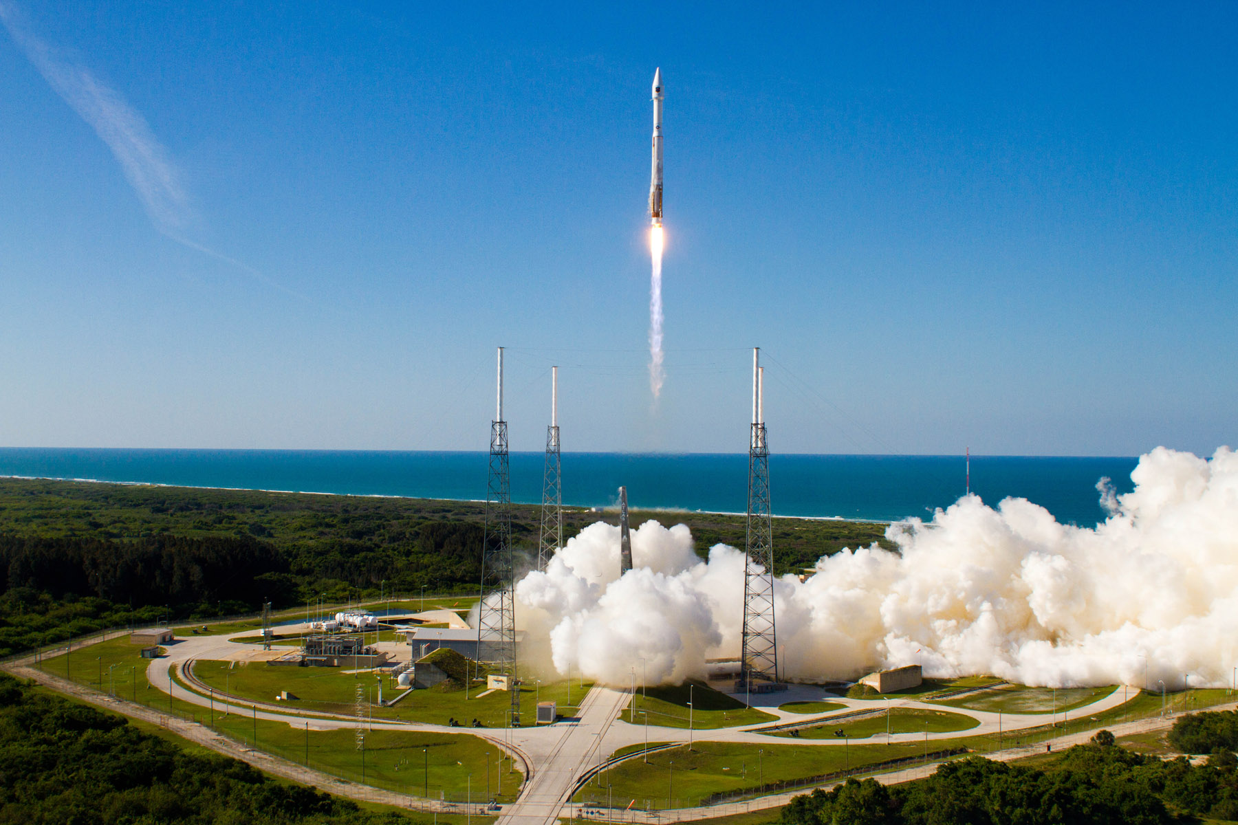 Amazing Atlas 5 Rocket Launch: US Military's GPS Satellite Soars (Photos)