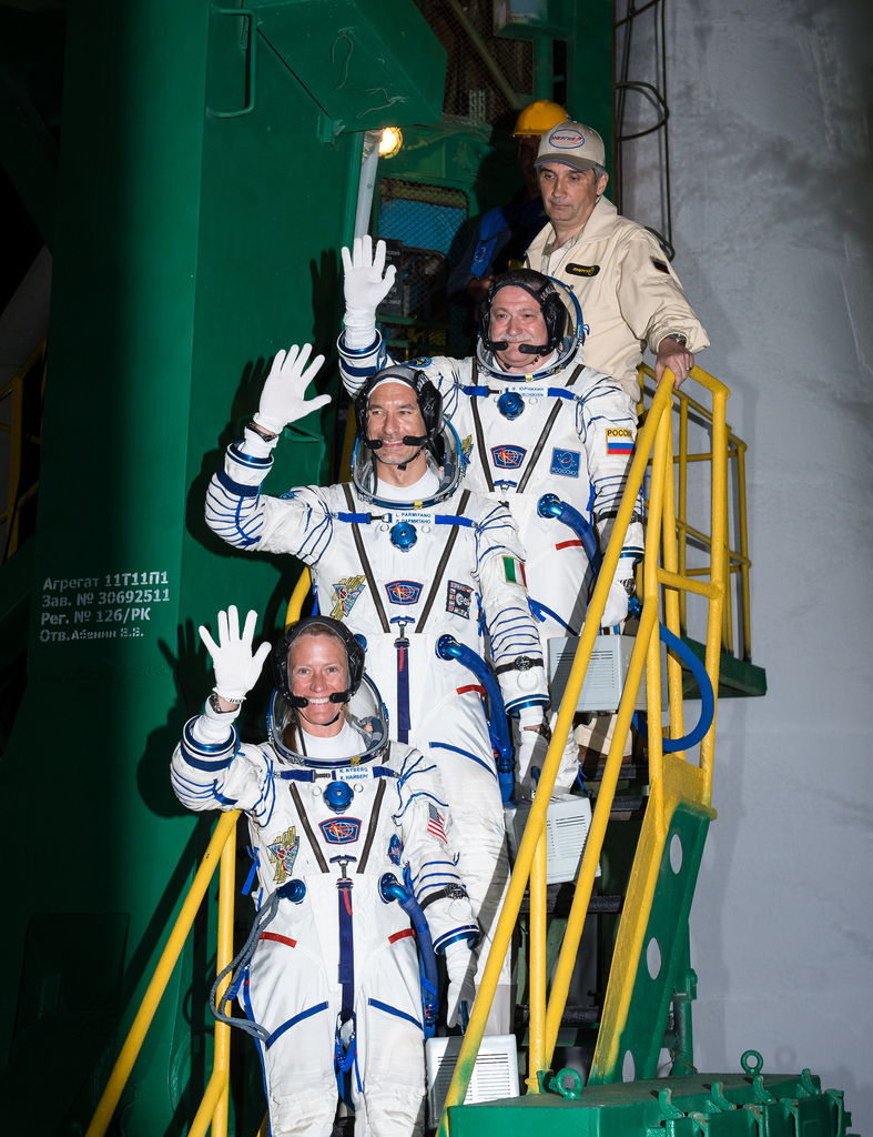 Expedition 36 Crew Waves While Heading to the Rocket
