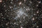 The longest-living stars in globular cluster NGC 6752 have low sodium in their composition, according to new research.