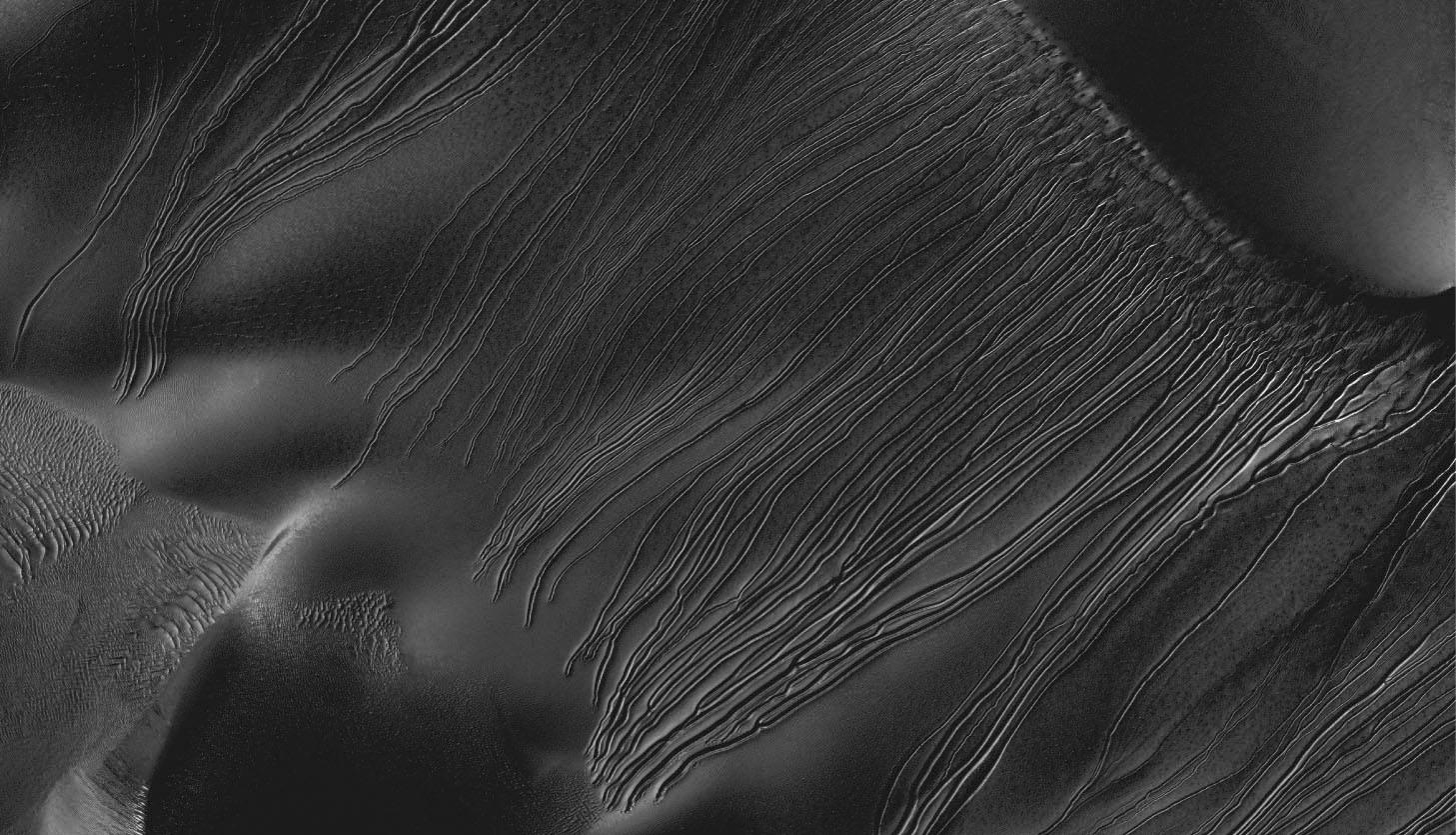 Some Mars Gullies May Be Carved by Dry Ice 'Sleds'