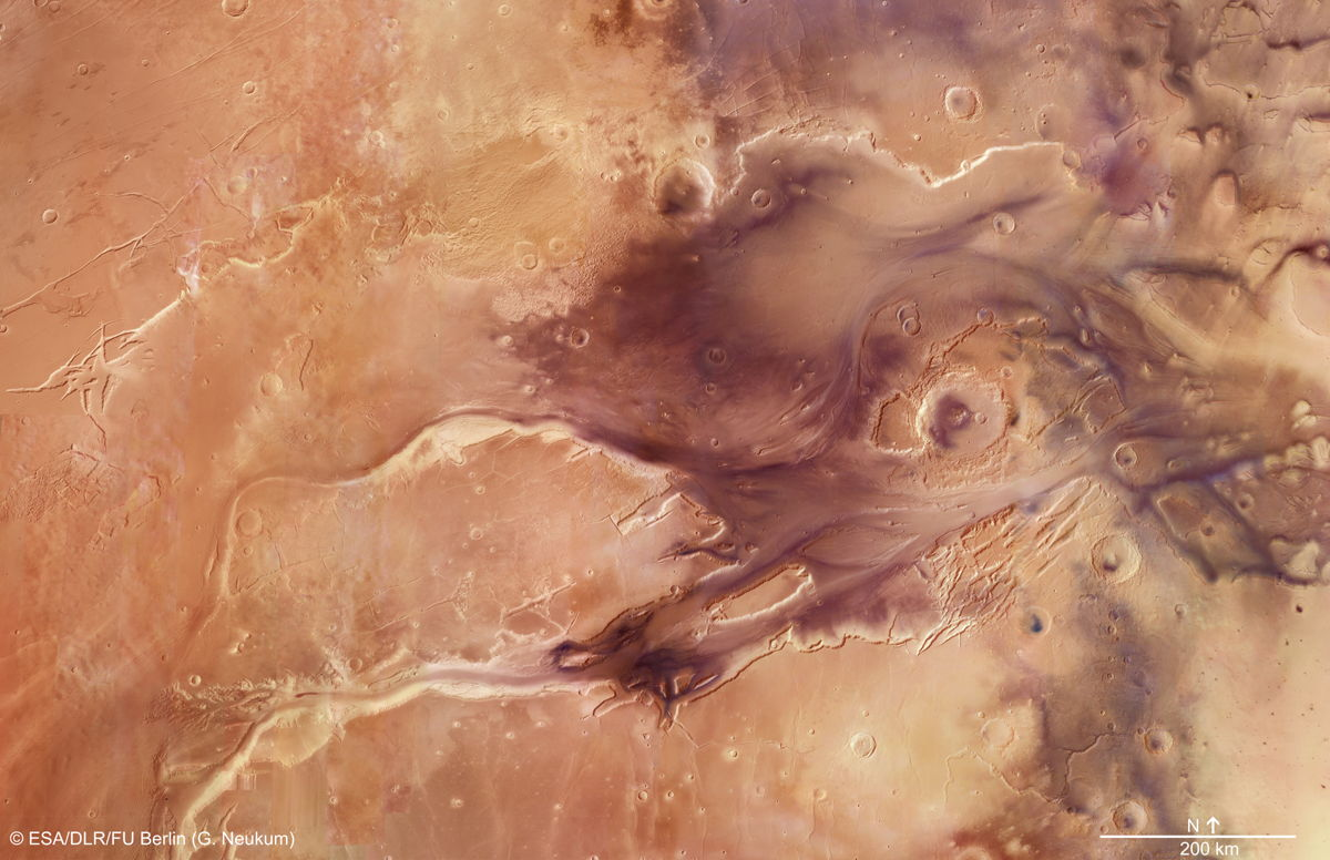 Europe's Mars Probe Celebrates 10 Years of Amazing Martian Views (Video)