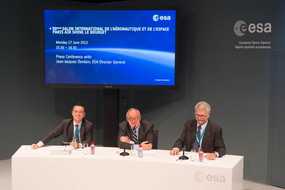 ESA Director General Meets the Press