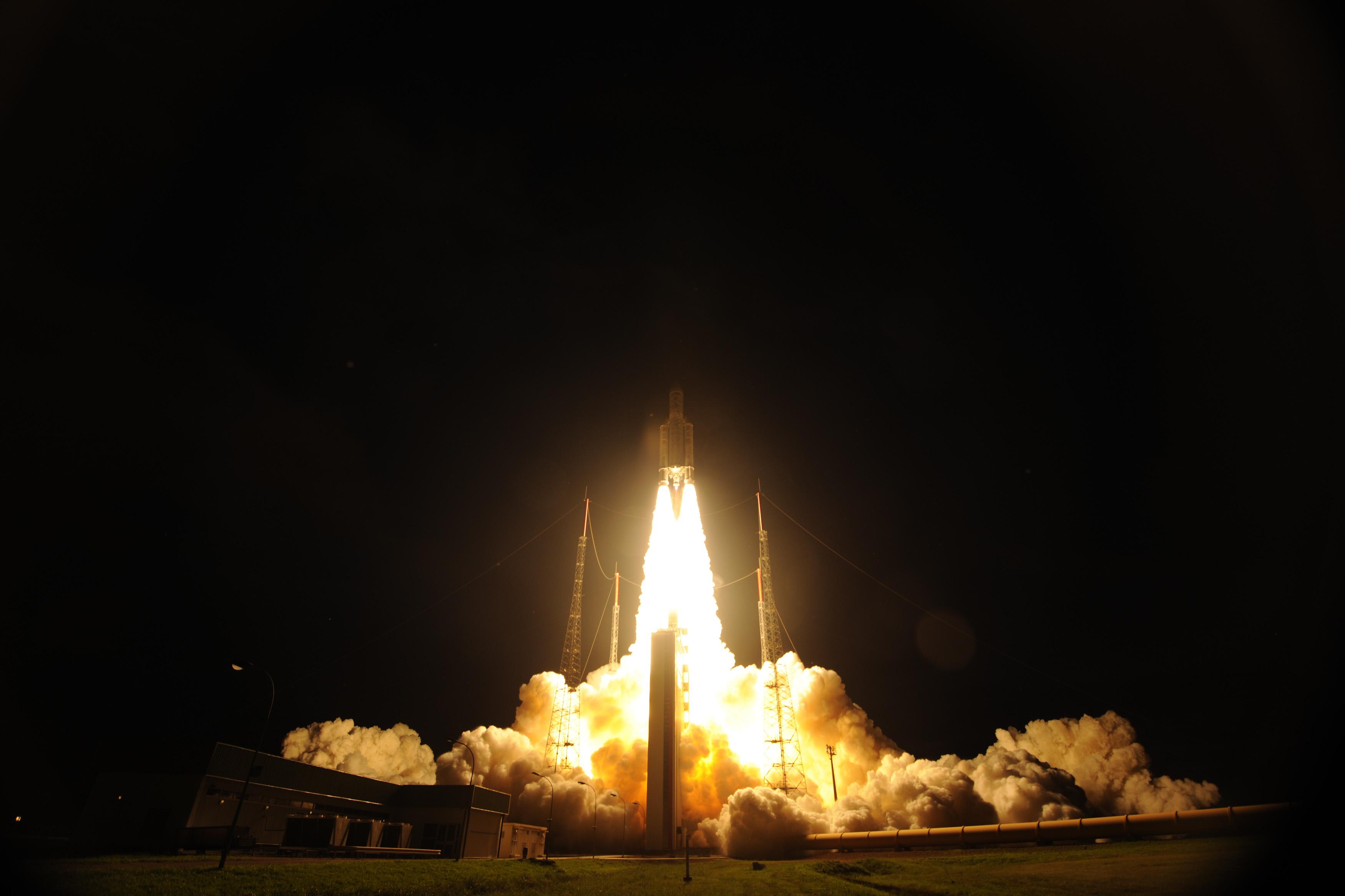 Take Off of Ariane 5 VA213 with ATV-4