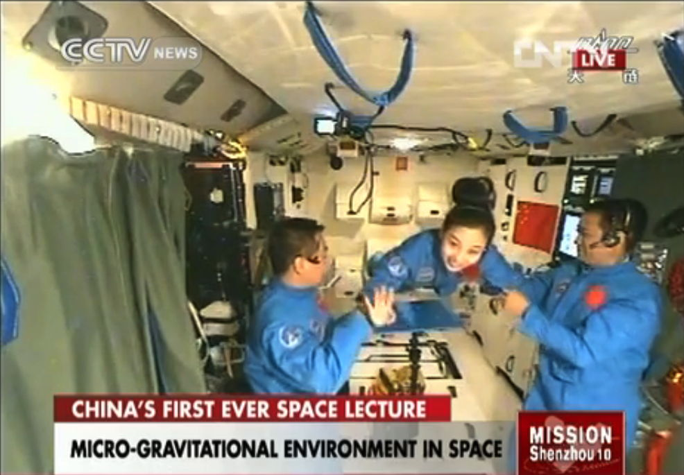 Chinese Astronauts Beam Down Science from Space (Video)