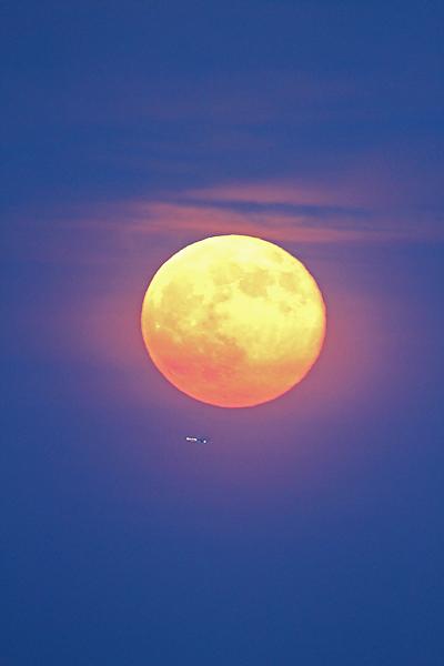 Supermoon Full Moon Over Boston: 2013