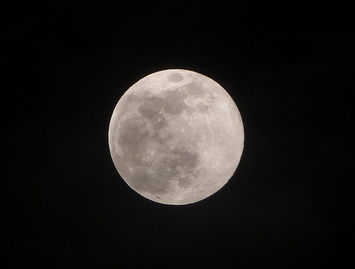 June 2013 Supermoon Seen Over the Phillipines
