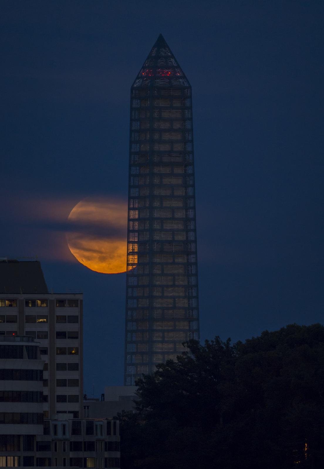 Supermoon Rises Behind Washington Monument