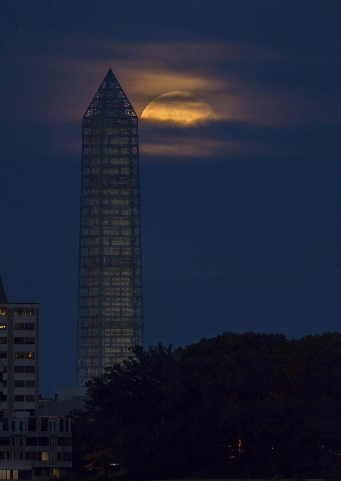 Supermoon Climbs Up Washington Monument