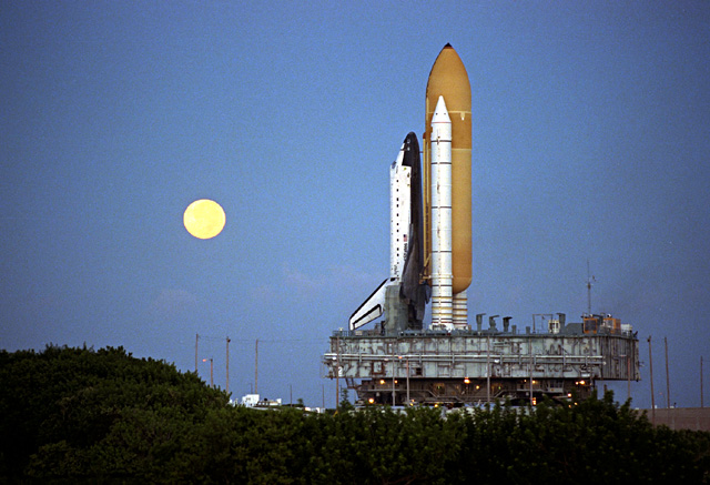 Space History Photo: STS-86 Rollout