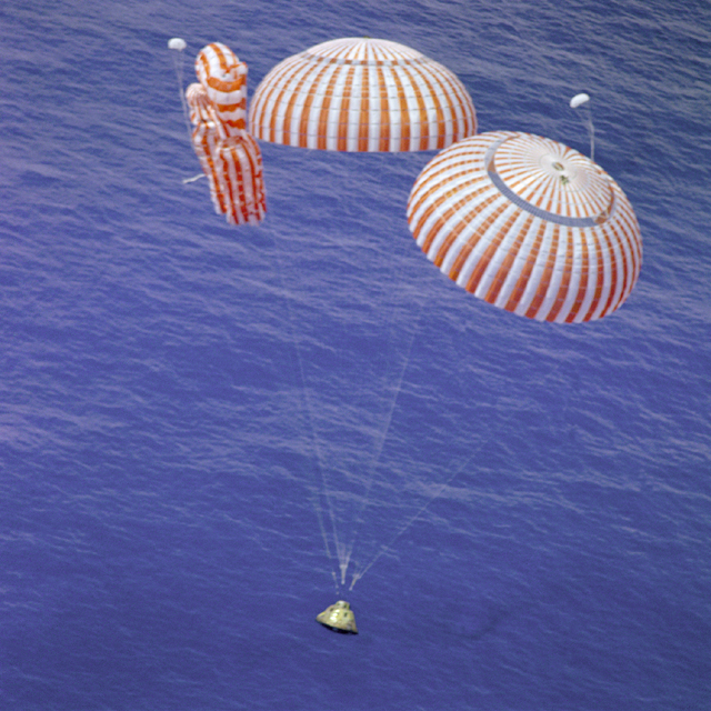 Space History Photo: Endeavour Nears Splashdown