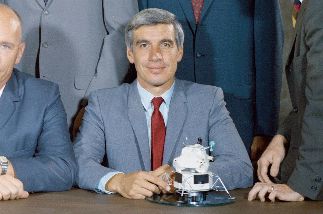 John Llewellyn, NASA Scientist-Astronaut Who Never Flew, Dies at 80