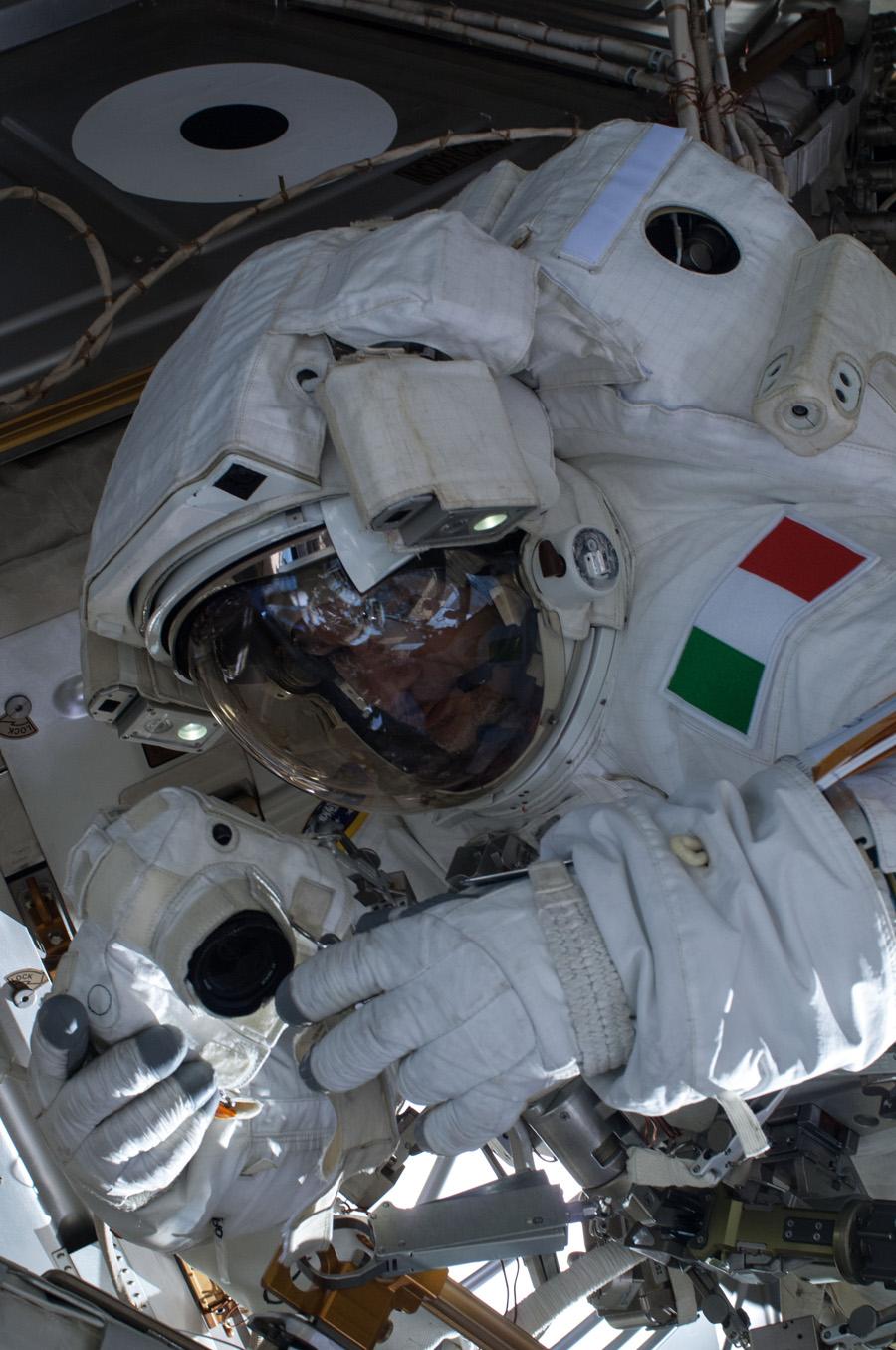 Parmitano Reports Water Floating in Helmet During Spacewalk