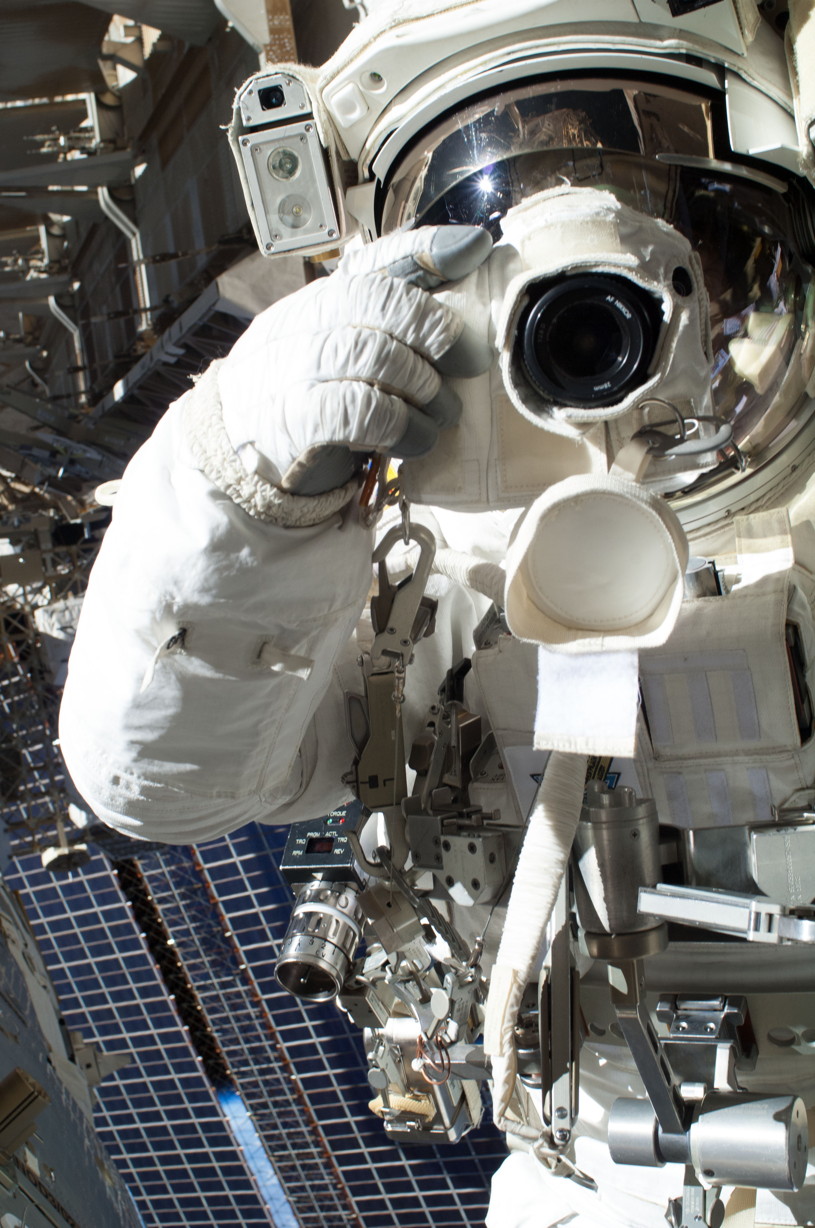 Cassidy Uses Camera Before Spacewalk Aborted Early