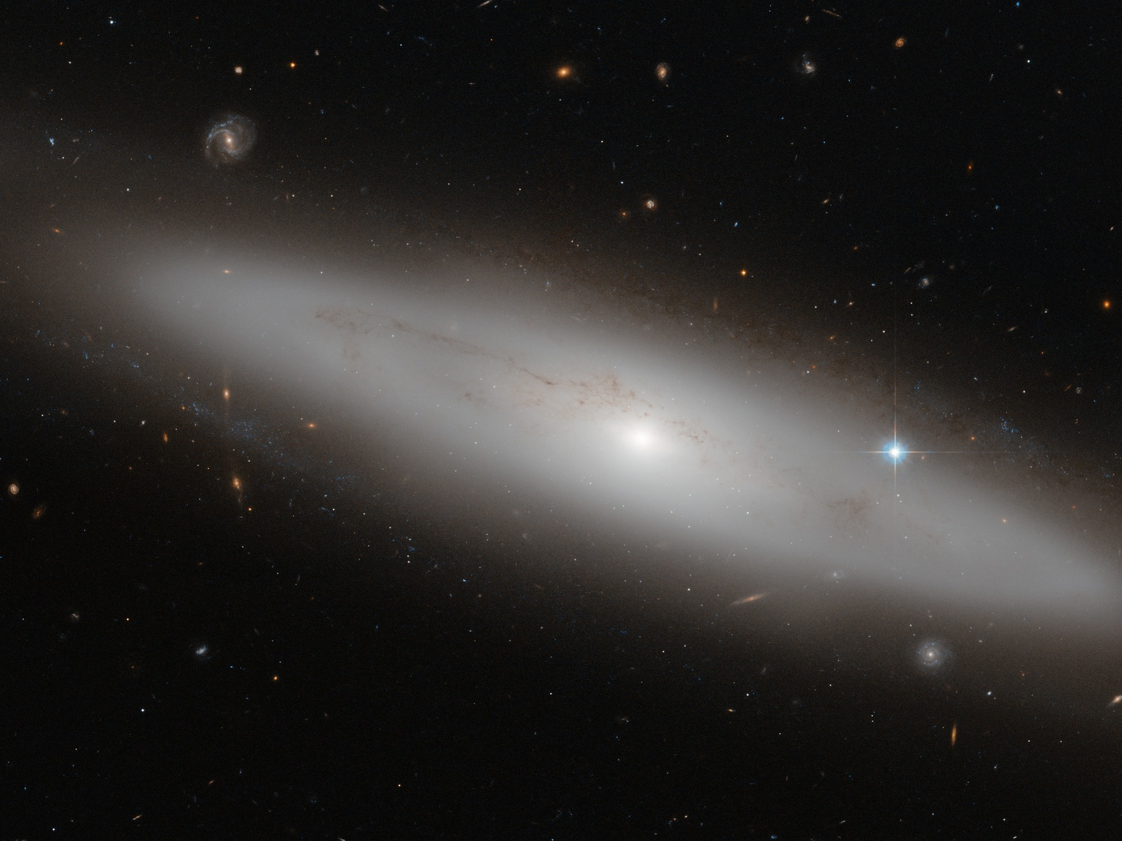 Lenticular Galaxy NGC 4866 space wallpaper