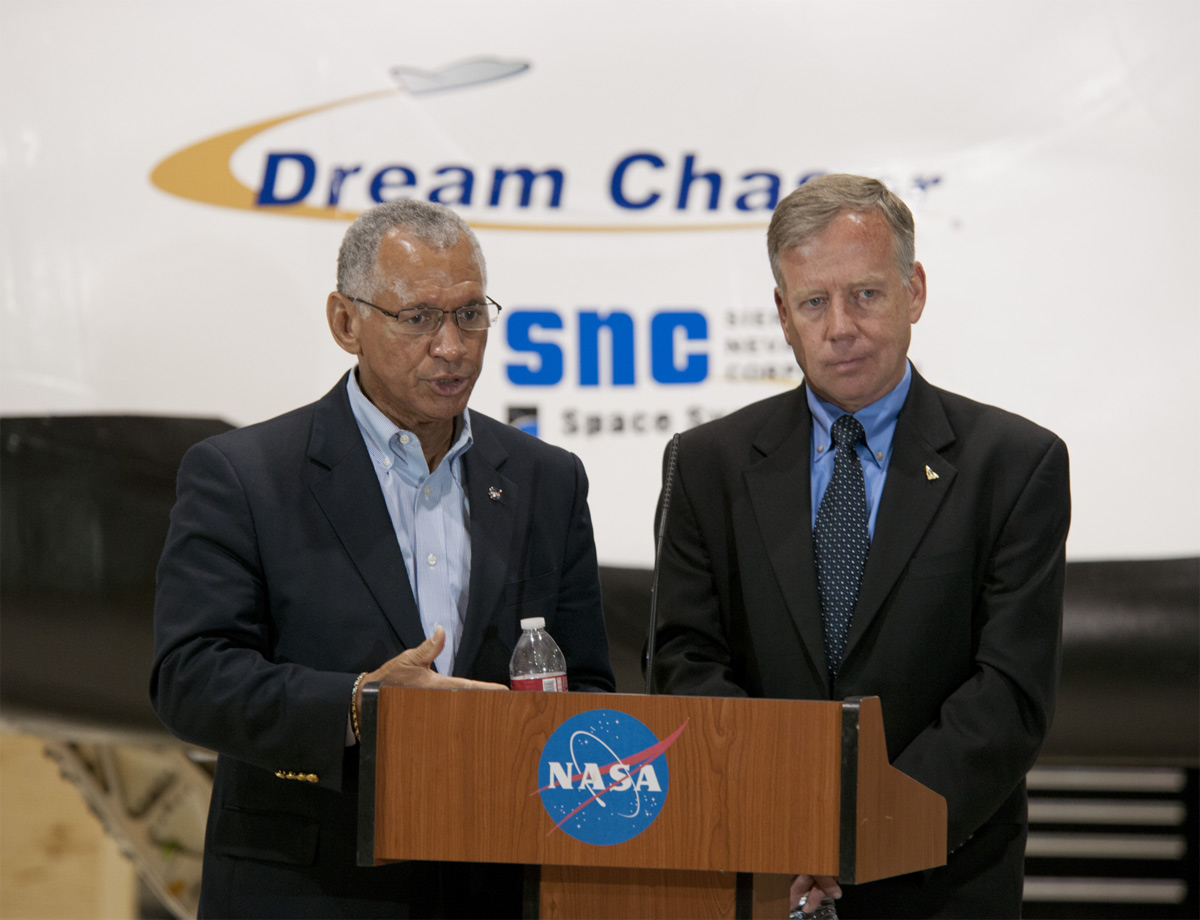 Bolden of NAZA and Steve Lindsey, Director of Flight Operations for Sierra Nevada Corporation