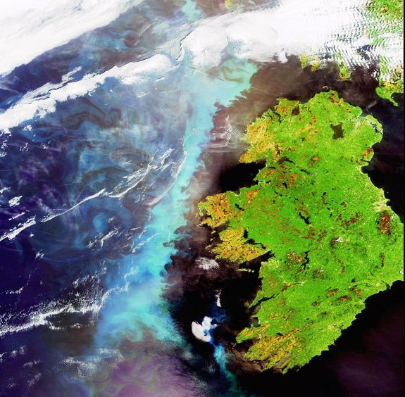 A large aquamarine-colored plankton bloom is shown stretching across the length of Ireland in the North Atlantic Ocean in this image, captured on 6 June 2006 by Envisat's Medium Resolution Imaging Spectrometer (MERIS), a dedicated ocean color sensor able to identify phytoplankton concentrations.
