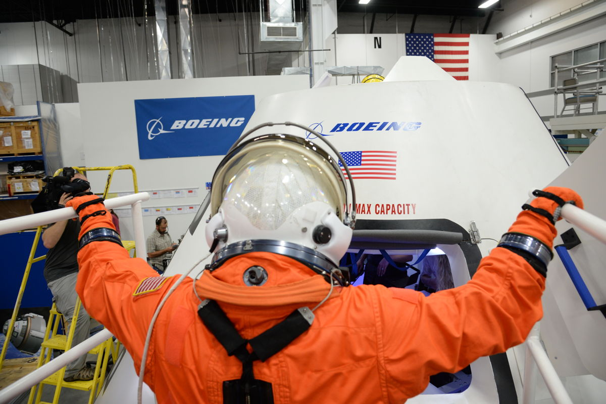 Aunon Enters CST-100 Spacecraft