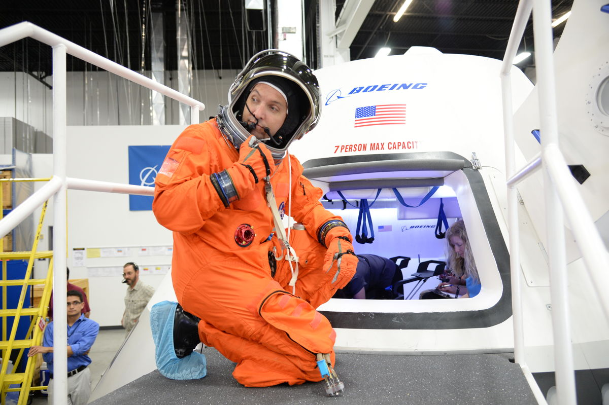 Bresnik Prepares to Enter CST-100