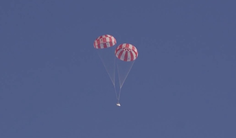 Photos: Orion Space Capsule's Parachute Test