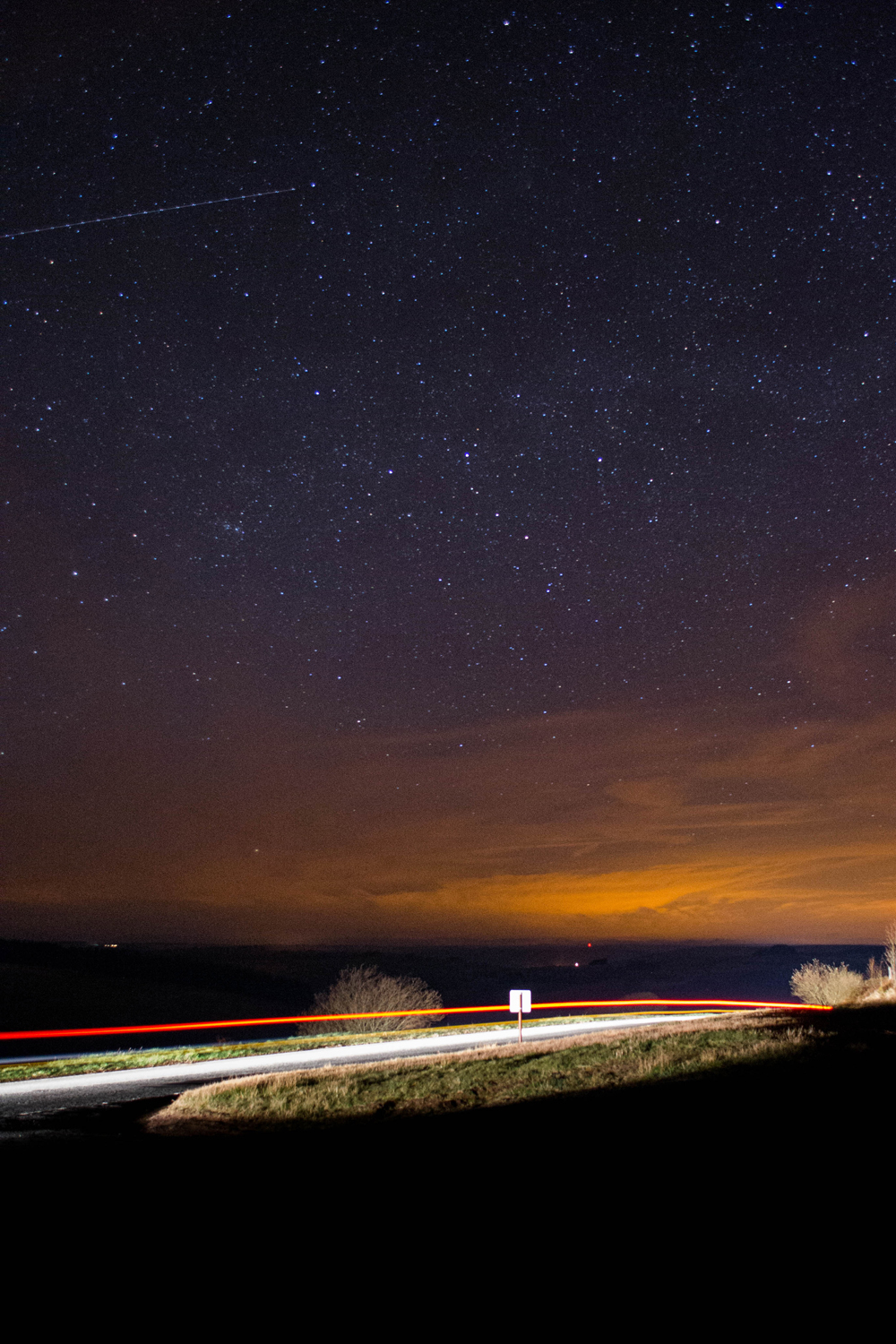 Stargazer Snaps Gorgeous Night Sky Photo Over Welsh National Park